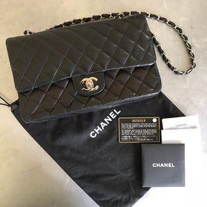 ⭐️CHANEL⭐️Classic Black Lambskin Flap Bag